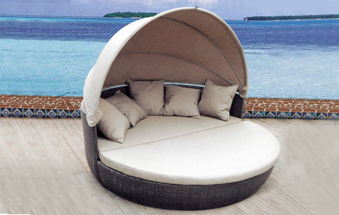 Nên chọn bàn ghế bãi biển chất liệu nào là tốt nhất
