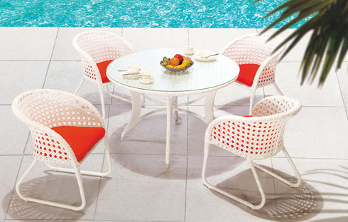 Ấn tượng với những mẫu bàn ghế sân vườn sắc trắng tinh khiết