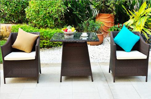 Giải thích lí do lựa chọn bộ bàn ghế nhựa giả mây cho sân vườn