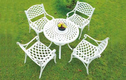 Tại sao nên chọn bàn ghế sân vườn nhập khẩu cho không gian ngoại thất