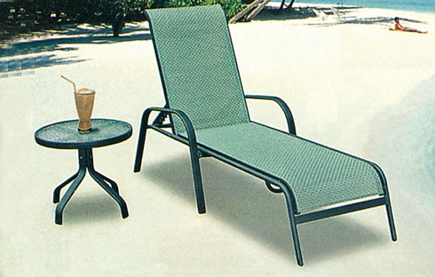 Giường nằm bể bơi cao cấp, bàn ghế bãi biển nhập khẩu