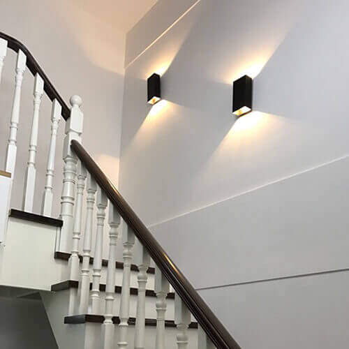 Đèn led ốp tường cầu thang là gì? Thông tin nên biết?